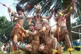 Gambar Tarian Adat dari Daerah Papua