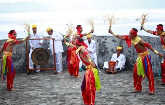 Artikel mengenai Tari Soya-Soya asal dari Maluku yang unik