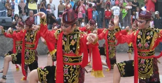 30 Tarian Adat Tradisional Daerah Jawa Timur Gambar Dan Penjelasannya