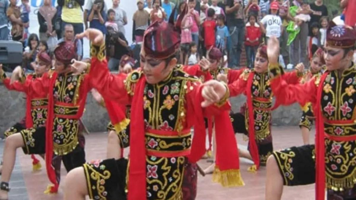 20 Tarian Adat Tradisional Daerah Jawa Timur, Gambar dan Penjelasannya