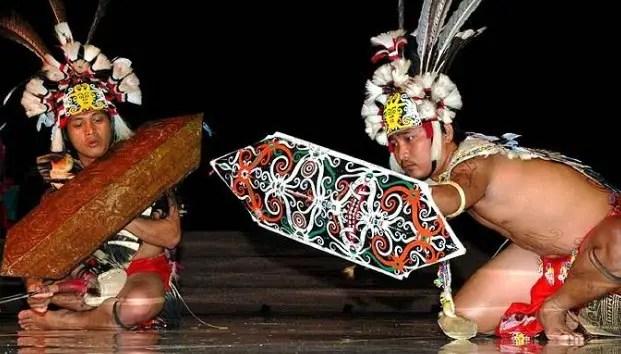 Ulasan mengenai Tari Monong Kalimantan Barat dan Daerahnya