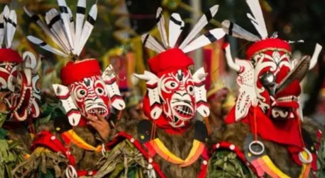 Uraian tentang Tari Hudoq tradisional Kalimantan Timur dan keunikannya