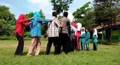 Info terkait dengan Permainan Oray – Orayan Jawa Barat dan Keunikannya