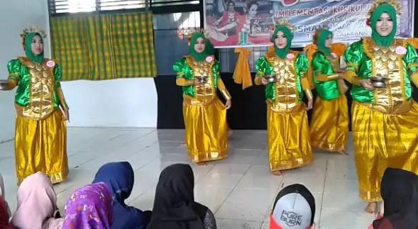 Info terkait dengan Tari Pakkuru Sumange Sulawesi Selatan dan keunikannya