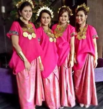 Informasi Terkait Baju Bodo dari Daerah Makassar Sulawesi Selatan yang Unik