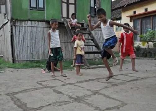 Penjelasan Mengenai Permainan Engklek Jawa Barat dan Sejarahnya
