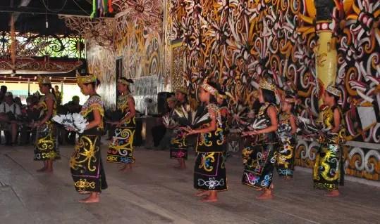 Review mengenai Tari Kancet Lasan Kalimantan Tengah dan uraiannya