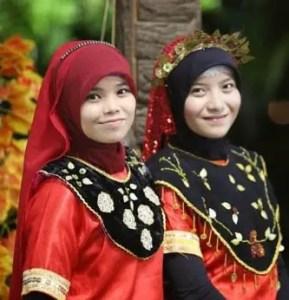 8 Pakaian Adat Tradisional Sulawesi Tengah, Gambar dan Penjelasannya