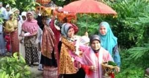 Ulasan mengenai Upacara Turun Mandi Sumatera Barat dan Keunikannya