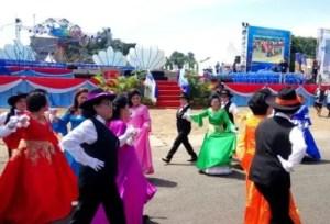 Ulasan tentang Tari Katrili khas daerah Sulawesi Utara dan Keunikannya
