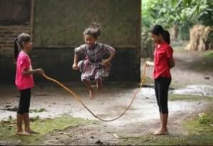 Uraian Mengenai Permainan Lompat Karet Jawa Timur dan Keterangannya