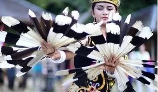 Uraian mengenai Tari Kancet Ledo Kalimantan Tengah dan Sejarahnya