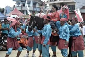 Uraian mengenai Tari Sayyang Pattuqduq Sulawesi Barat dan Keunikannya