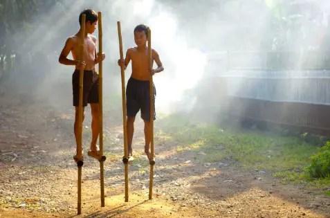 Uraian tentang Permainan Egrang Jawa Tengah dan Sejarahnya