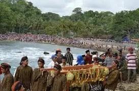Uraian tentang Upacara Labuhan Pantai Ngiliyep Jawa Timur dan Keunikannya
