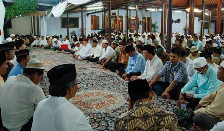 Uraian terkait dengan Upacara Tahlilan Kematian Jawa Timur dan sejarahnya
