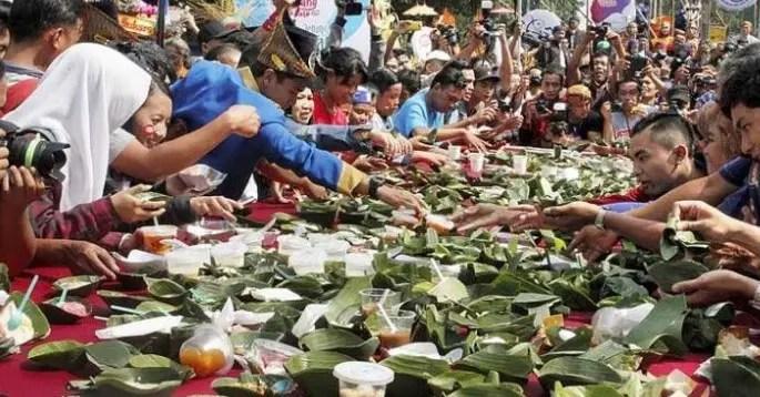Ulasan terkait upacara adat Jawa Tengan yang bernama Kenduren