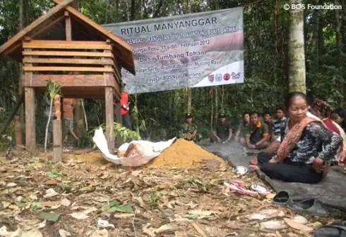 Review tentang Upacara Pakanan Batu Daerah Kalimantan Tengah yang Unik