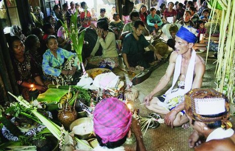 Ulasan terkait dengan Upacara Aruh Baharin Kalimantan Selatan yang keren