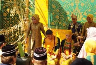 Uraian Tentang Upacara Badudus Kalimantan Selatan dan Sejarahnya