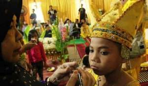 Uraian tentang Upacara Basunat Kalimantan Selatan dan penjelasannya