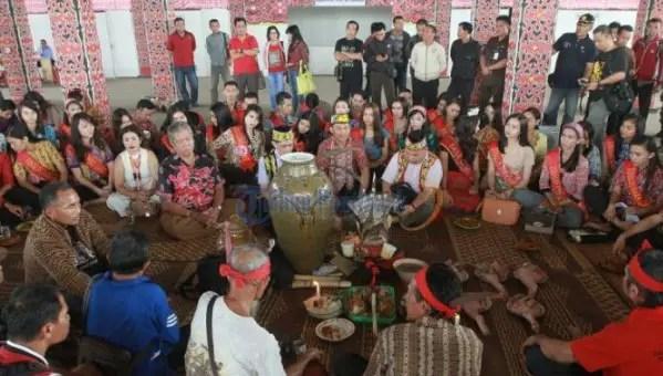 Uraian terkait Upacara Adat Ngampar Bide Kalimantan Barat yang lengkap