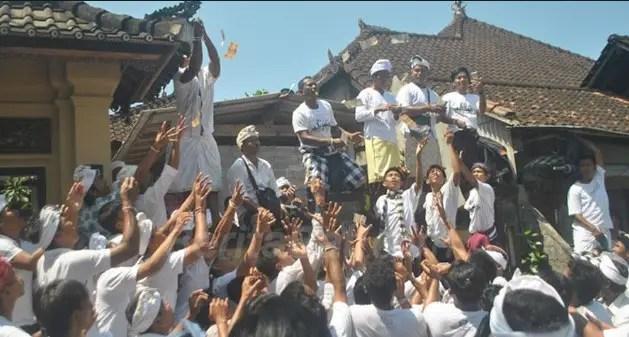 Penjelasan Tentang Upacara Adat Bali Mesuryak yang semarak
