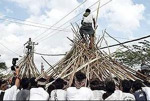 Ulasan yang terkait Mekotek Upacara Adat Bali yang unik
