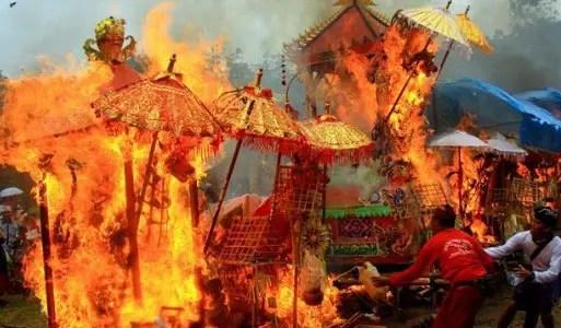 Uraian tentang Upacara Adat Bali Ngaben yang populer