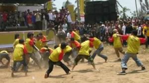 Uraian terkait dengan Perang Ketupat Sebagai Upacara Adat Bali