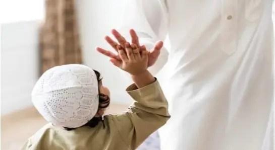 Mama Papa bisa mengajak kesepakatan dengan anak mengenai waktu mengaji Al-Qur'an dan tata caranya.