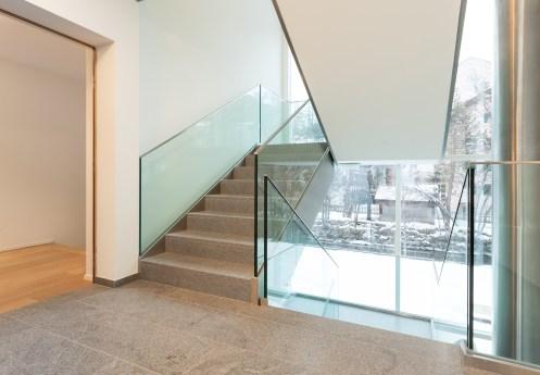 Stiegenhaus verglast Wohnung Sils Maria