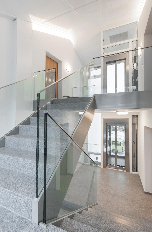Stiegenaufgang verglast Wohnung Sils Maria
