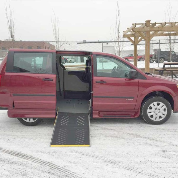 2016 Savaria Side Entry Dodge Grand Caravan CVP w/Rear Air