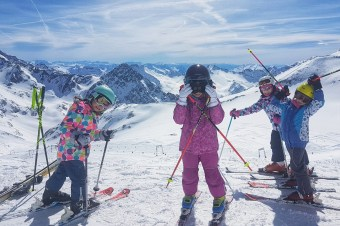 Na narty do Austrii taniej niż w Polsce? Gdzie dostaniesz darmowy skipass dla dzieci?