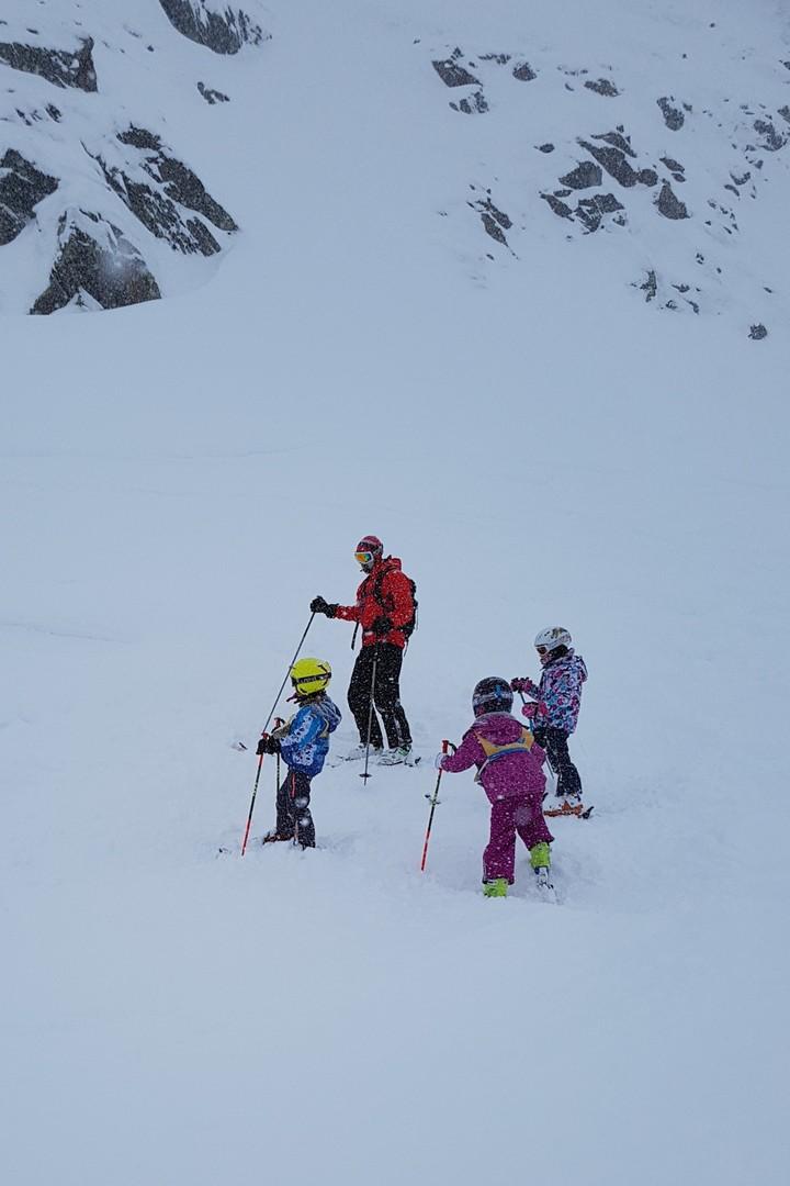 dzieci na nartach Stubaier Gletscher