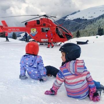 Polisa narciarska na wyjazd z dziećmi? Wszystko, co musisz wiedzieć o ubezpieczeniu w podróży