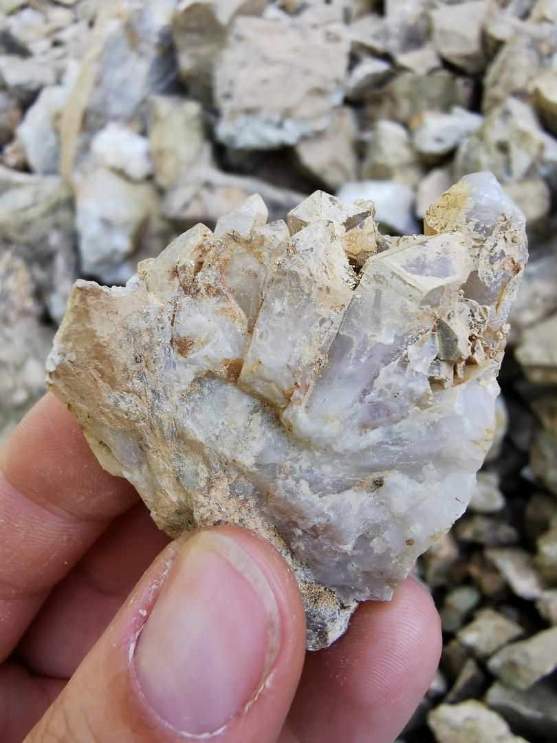 Nieczynny kamieniołom kwarcu na Rozdrożu Izerskim
