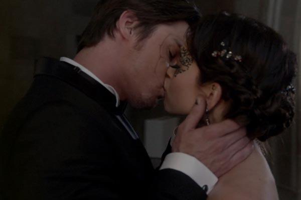 Vincent Keller And Catherine Chandler Kiss