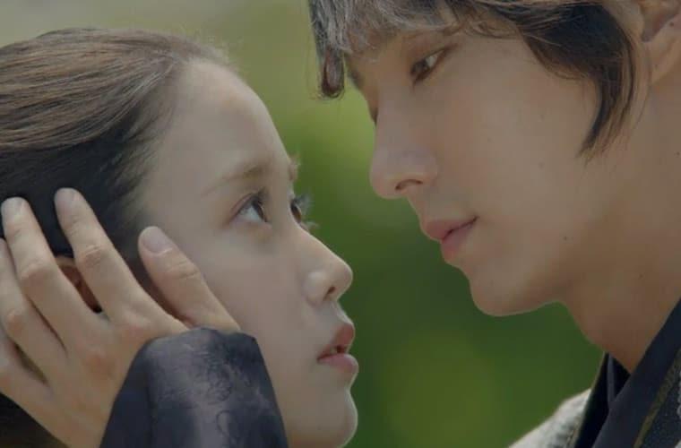 4th-prince-stroking-hae-soo