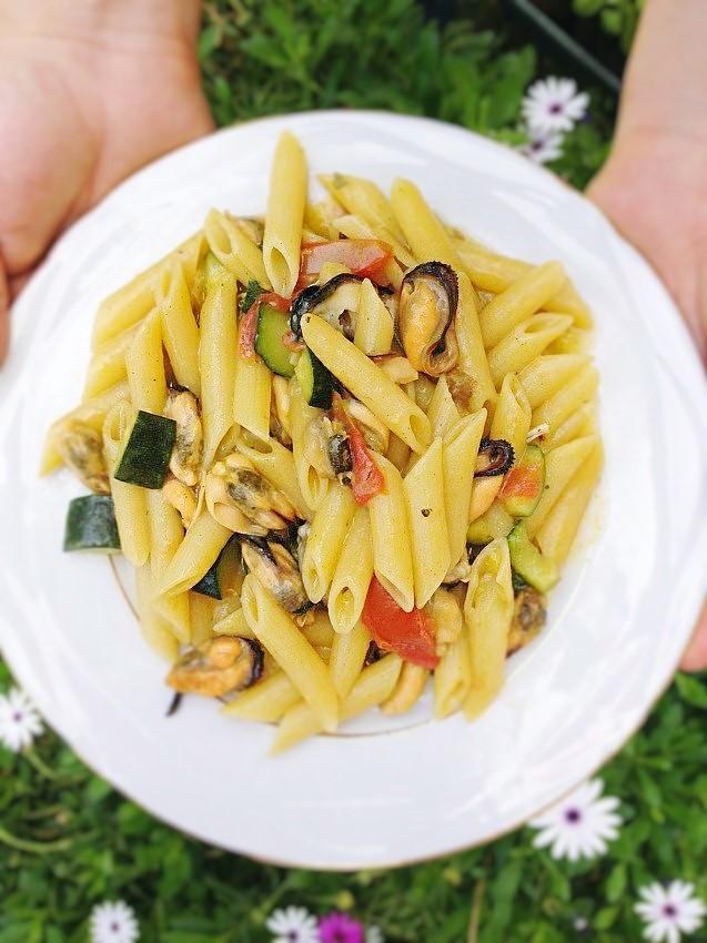 Pennette con cozze e zucchine