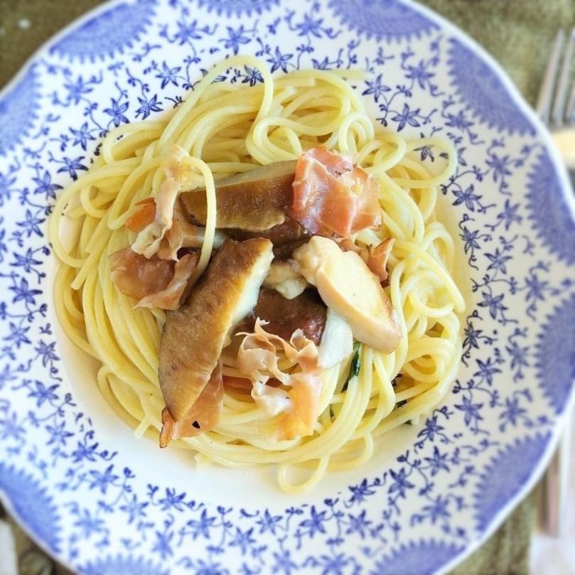 spaghetti cin funghi porcini e speck
