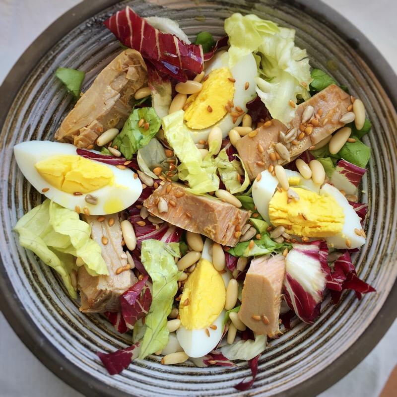 L'insalata con il tonno sott'olio fatto in casa.