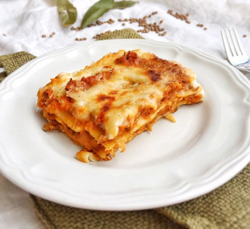Lasagne con ragù di lenticchie.