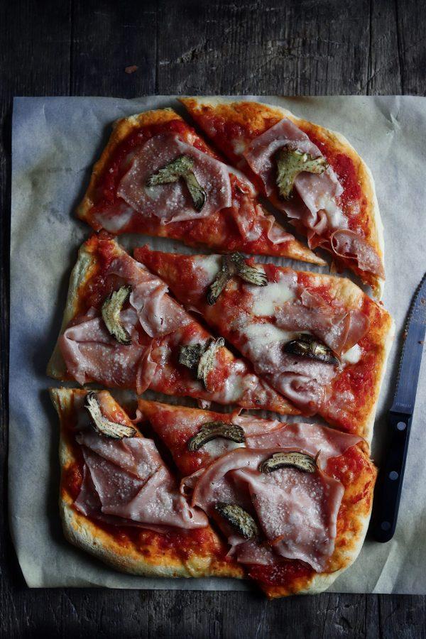 Amore e cibo: la pizza con mortadella e carciofi