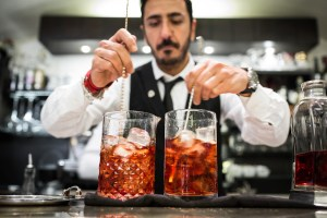 Bartender, mixologist, negroni, cocktail, Italy, Florence, double, ice cubes, Food, restaurant, bar, bistrot, cafe, catering, cookbook, recipe, menu, book, food photography, food blog, food photographer, Photographer, fotografo, photography, Italy, Italia, UK, Europe, Milan, Milano, Florence, Firenze, Rome, Roma, London, Paris, Barcelona, Madrid, Berlin
