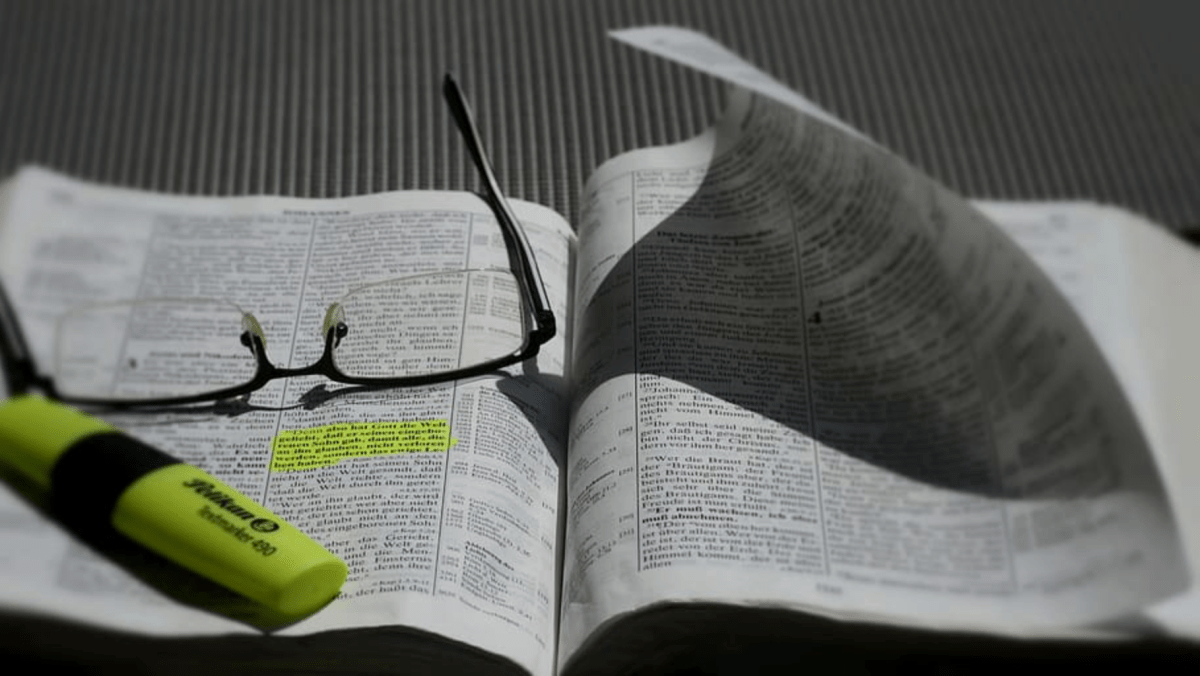 Does it matter if a priest makes up his own sermon?