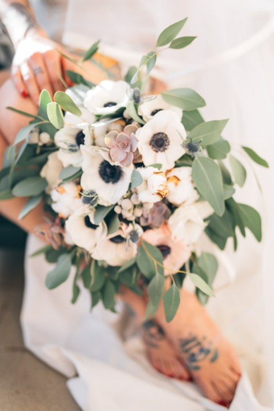 bouquet romantic boho eucaliptus anemoni echeveria