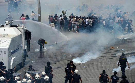 The government's response to what started as a peaceful protest.http://www.haberkita.com/televizyonlar-haberciligi-unuttu_60752.html