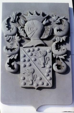 stemma in pietra famiglia Ugolini